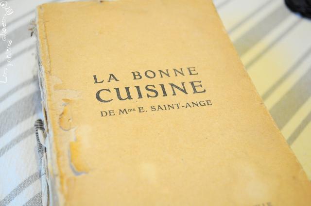 Livre ancien la bonne cuisine de mme saint ange les for Anciens livres de cuisine